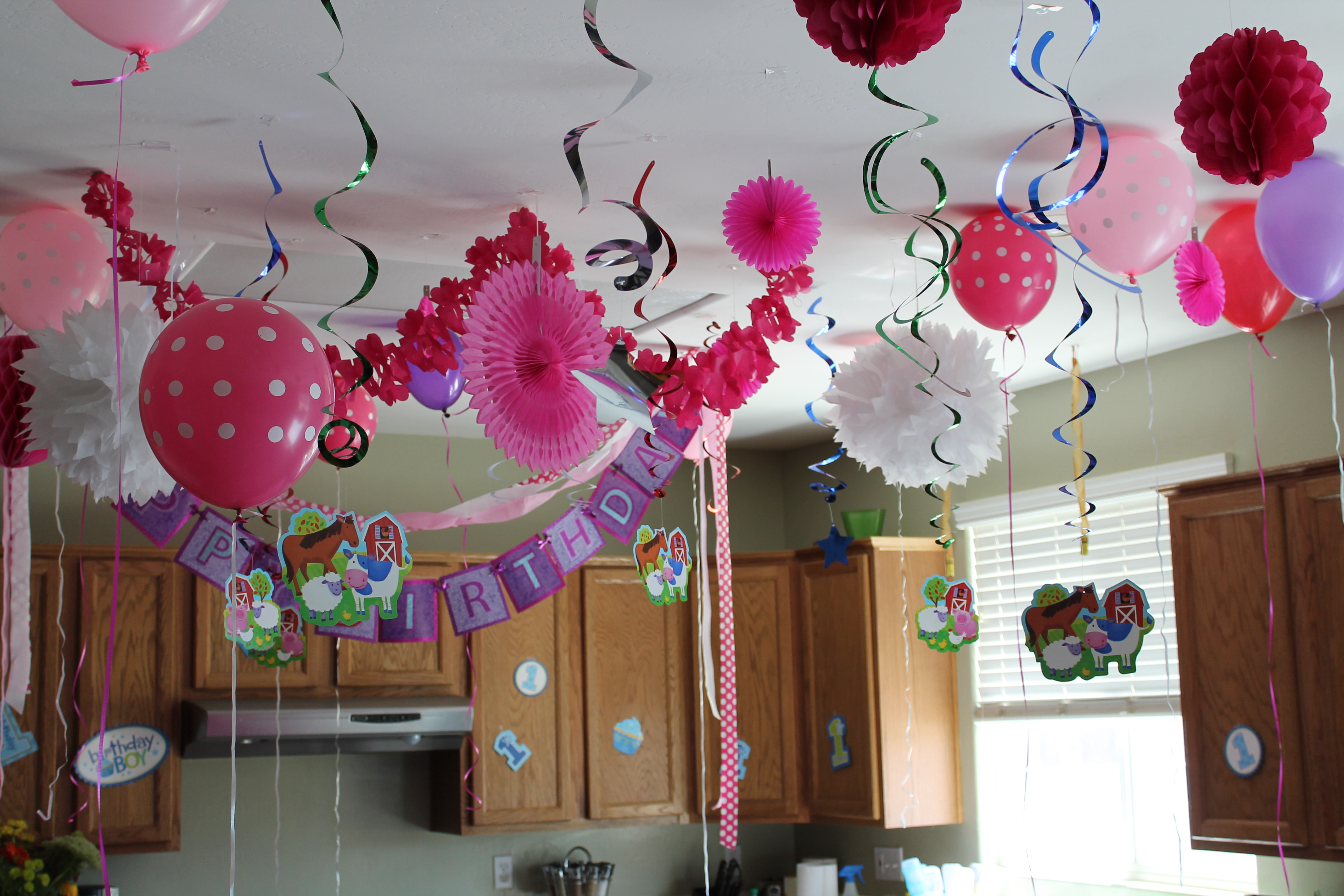 The house decorations for the babies first birthday party Home decoration for birthday girl
